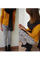 black Genetic shoes - beige Stradivarius jeans - carrot orange reserved sweater