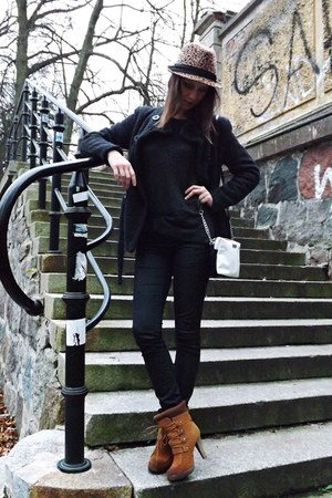 brown Mohito hat - camel deezee shoes - black Mohito sweater
