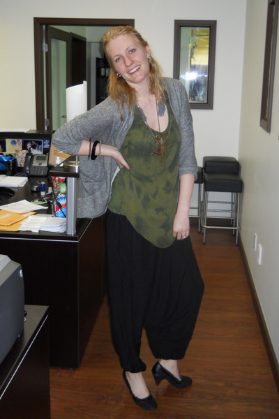black Ebay pants - olive green Mur Mur top - black le chateau heels