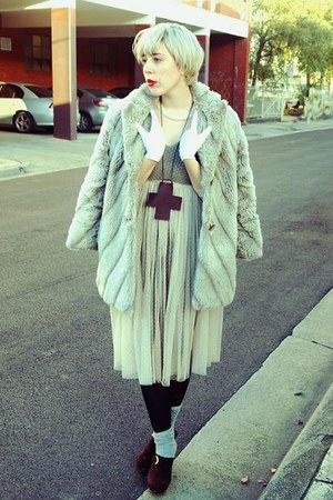 beige faux fur thrifted vintage coat - heather gray grey rubi socks