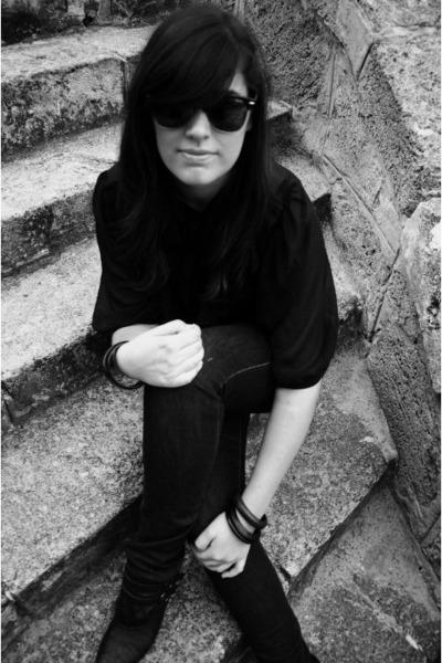 black blouse - blue Sportsgirl jeans - brown Bali bracelet - black boots - black