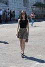 Black-ray-ban-sunglasses-gold-h-m-skirt-black-bershka-top