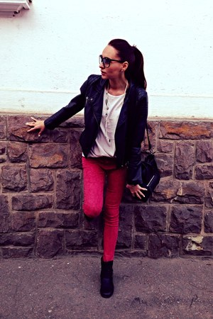 white H&M blouse - H&M Trend boots - red Zara jeans