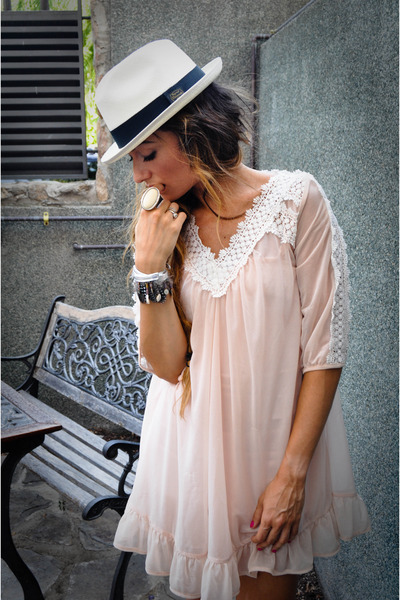 http://images1.chictopia.com/photos/RozasChic/4209821044/pink-topshopop-dress-panama-hat-las-dalias-hippie-market-accessories_400.jpg
