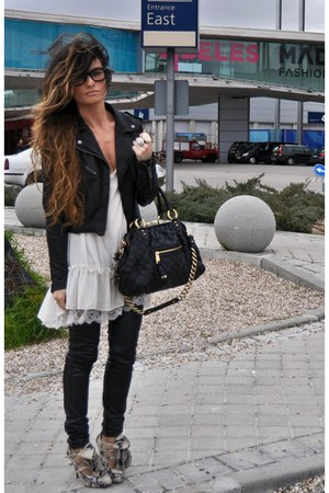 black stam Marc Jacobs bag - piton Christian Louboutin shoes
