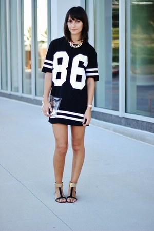 gold Bebe necklace - black romwe dress - off white nastygal bag