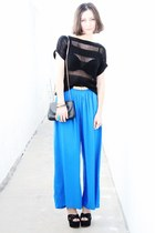 black bag - black wedges - blue pants - black top