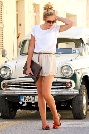 neutral H&M shorts