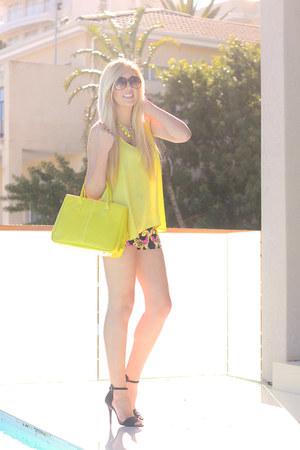 yellow Woolworths top - black chain print Primark shorts - black Zara heels