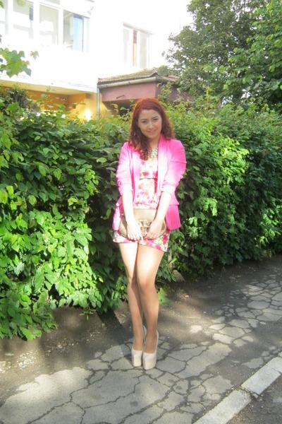 pink H&M blazer - golden H&M necklace - beige Doubt heels