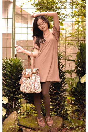 white indonesian bag - brown oxford shoes - nude indonesian dress