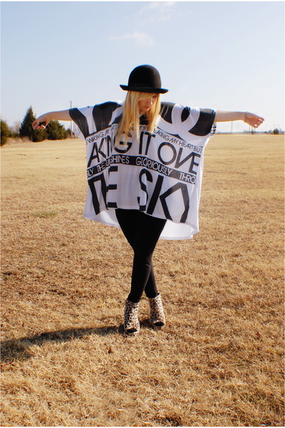 white top - black leggings - camel shoes - black hat - gold vivienne westwood br
