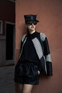 Black-leather-samantha-de-reviziis-hat-white-vladimiro-gioia-jacket
