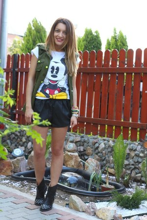 Local store t-shirt - Vero Moda shorts - Vero Moda vest