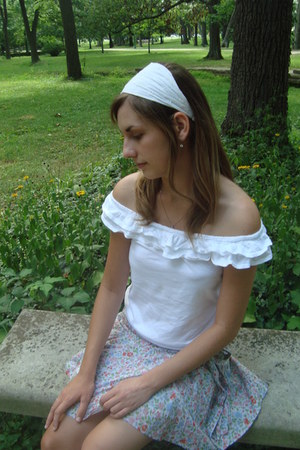 white hollister blouse - periwinkle American Eagle skirt