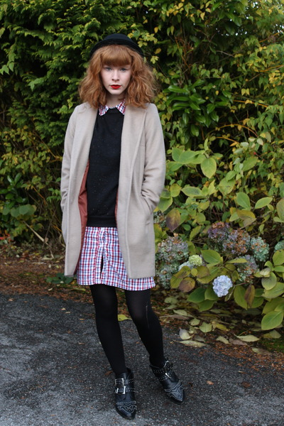 beige Primark coat - black Varanni boots - red vintage dress - black H&M hat