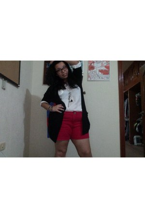 black Forever 21 sweater - ruby red Forever 21 shorts - white spera t-shirt