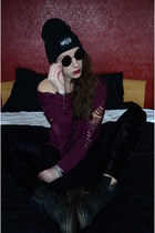 black Dr Martens boots - black wasted hat - black black velvet leggings