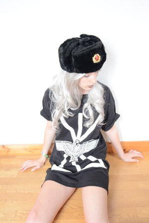 russian chapka hat - limited tee Boy London x Long Clothing t-shirt