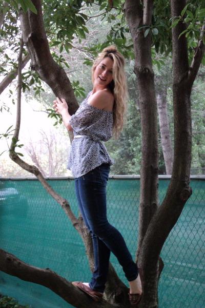 thrifted vintage blouse - J Brand jeans - Aldo flats