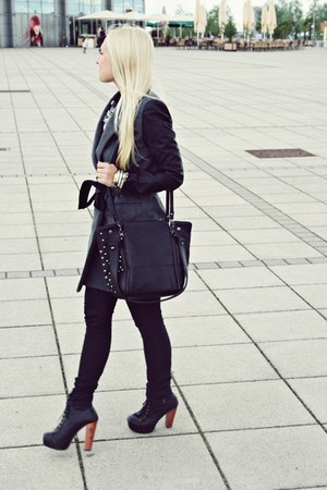 black bag - heather gray coat