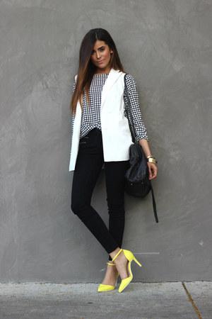 black graphic Target shirt - black skinny JustFab jeans