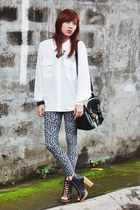 heather gray leopard So FAB leggings - white blouse