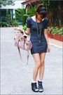Black-nicoles-boots-dark-gray-vintage-dress-light-pink-bag
