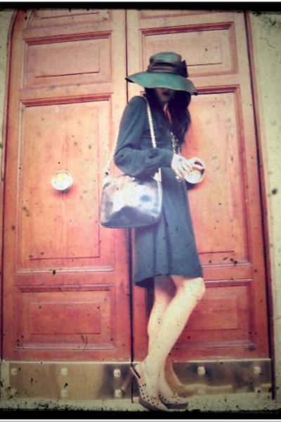 jersey Mango dress - vintage 1970 Gucci bag - vintage Chanel sunglasses