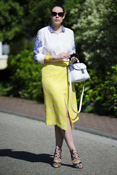 yellow front-slit asos skirt - white asos bag