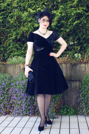 black vintage dress - black Bijou Brigitte hat