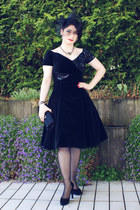 black vintage dress - black Bijou Brigitte hat