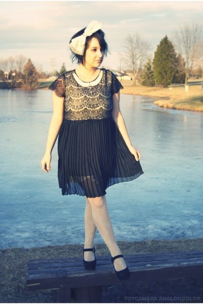 black pearl collar miss patina dress - ivory lace Urban Outfitters tights