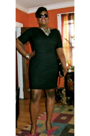 black TJ Maxx dress - magenta Poetic License heels