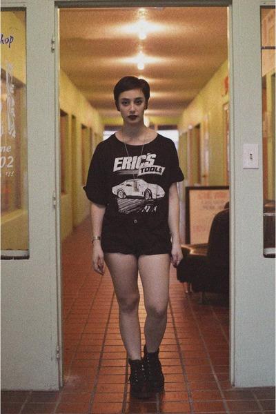 black vintage boots - black vintage shorts - black vintage t-shirt
