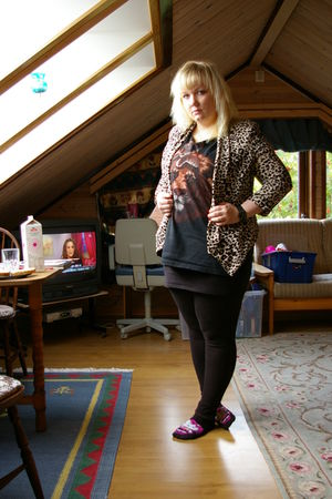 beige H&M jacket - black t-shirt - black tights