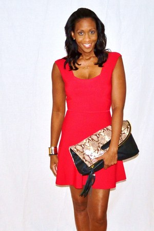 black clutch Vince Camuto bag - red fit  flare bcbg max azria dress