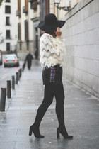Queens Wardrobe top - Bershka hat - Mentirosas shorts - Venca heels