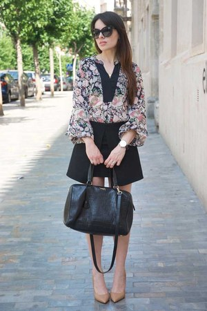 light pink floral print Zara blouse - black bowling coco Bimba & Lola bag