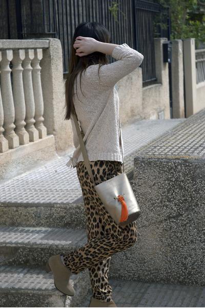 tan Gloriaca bag - camel Pull and Bear boots - beige Sfera sweater