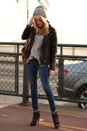 blue Mango jeans - black Burberry heels