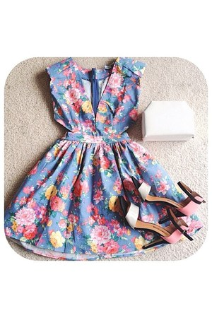 violet floral dress - white bag - black heels