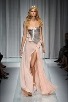 light pink Oscar de la Renta dress