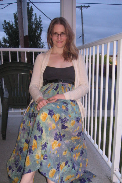 aquamarine floral thrifted skirt - dark gray Kismet top - cream Only cardigan