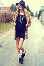 mustard faux fur house coat - black SequinShoes shoes - black second hand dress