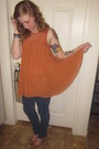 Navy-jeans-tan-heels-burnt-orange-blouse-aquamarine-earrings