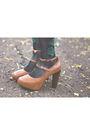 Black-nefertiti-dress-black-stockings-brown-shoes