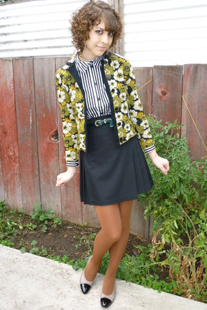 vintage shoes - cappucino American Apparel tights - green leather vintage belt