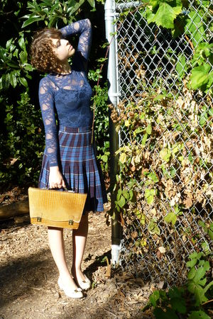 vintage skirt - vintage shoes - vintage purse - navy lace American Apparel top