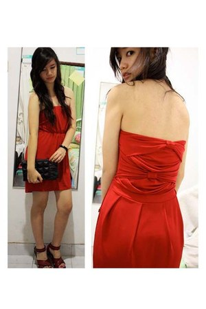 red dress - black Avenue bag - red june and julia wedges